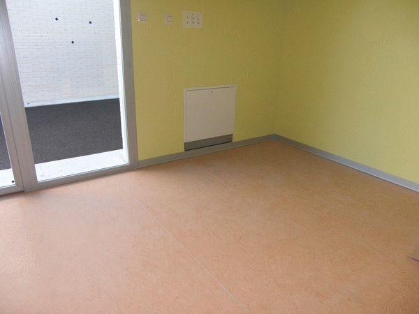 Готовый пол из линолеума в офисе