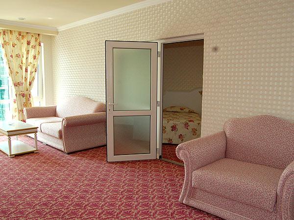 Покрытие гостиной с помощью ковров